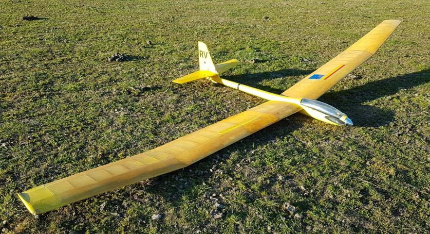 1978 Aquila flies again: by Ian Harvey After prompting from Alan Knox and Wayne Cartwright to get some of the old woody models flying again, I pulled the old Aquila out of the